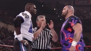 Lawrence Taylor faces off with Bam Bam Bigelow