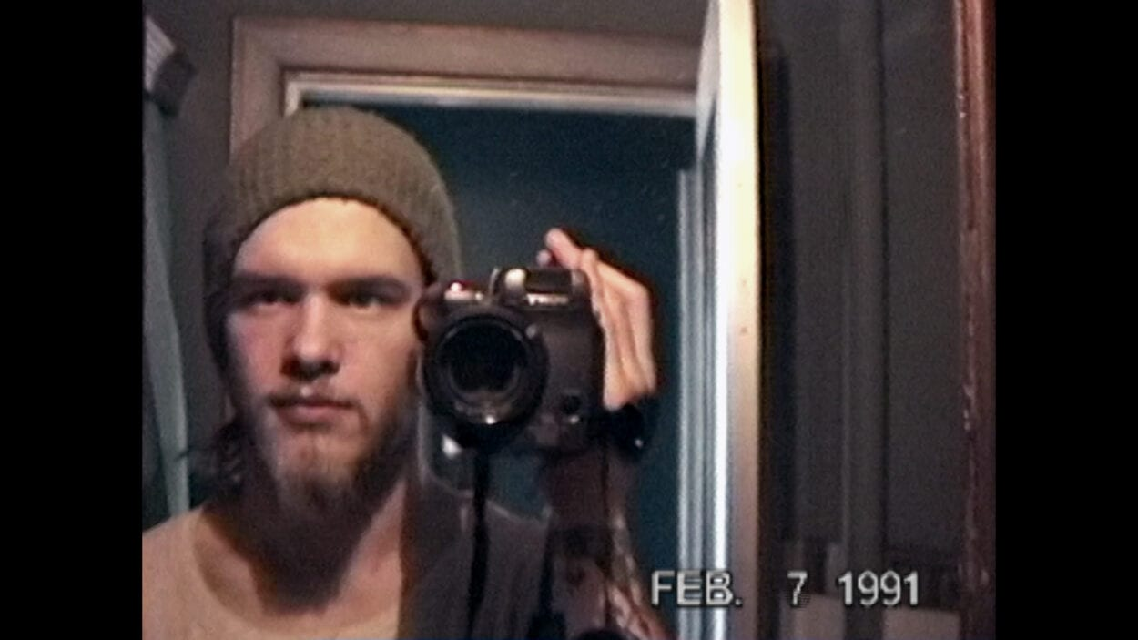 Shannon Hoon filming himself