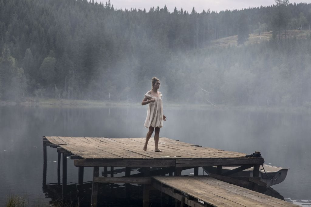 Lillian wakes up on a foggy, dirty dock.