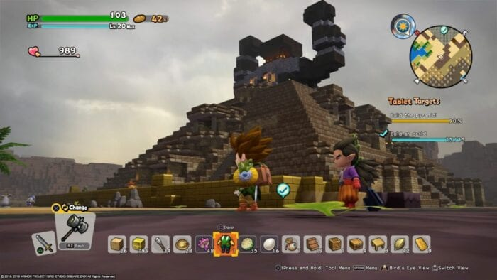 The player character in Dragon Quest Builders 2 stands near a pyramid they constructed