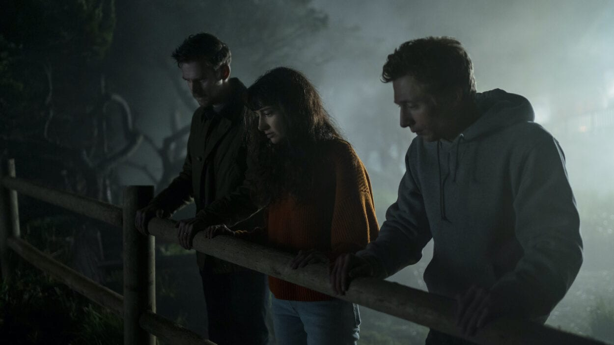 Charlie (Dan Stevens), Mina (Sheila Vand) and Josh (Jeremy Allen White) looking over a fence on a cliff at night.