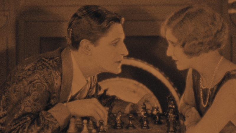 The lodger and Daisy play chess