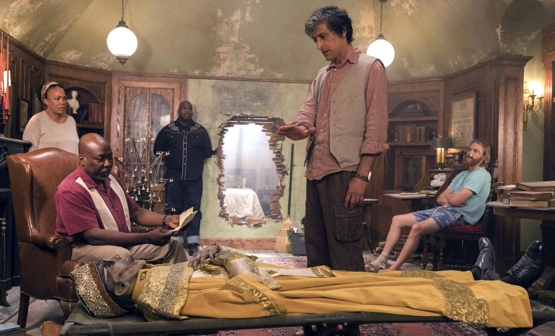The gang find the mummified body of Lodge 49's founder