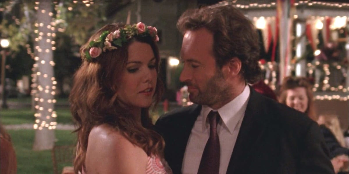 Lorelai and Luke dancing at Liz's wedding in Gilmore Girls