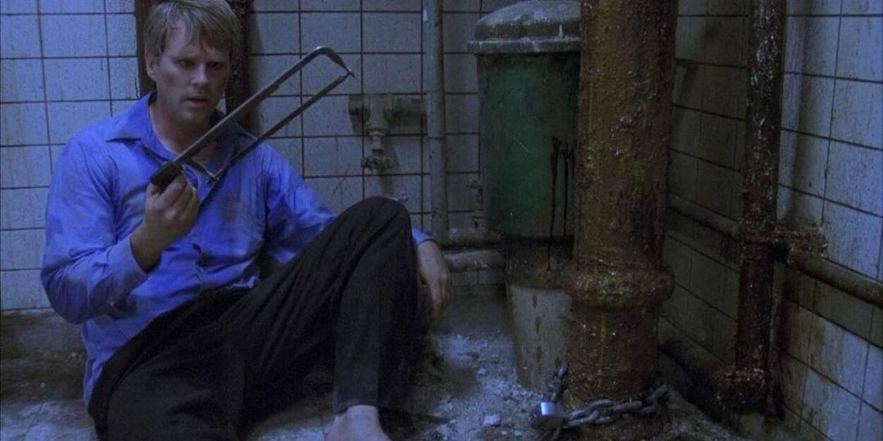 Lawrence Gordon holding a hacksaw in Saw