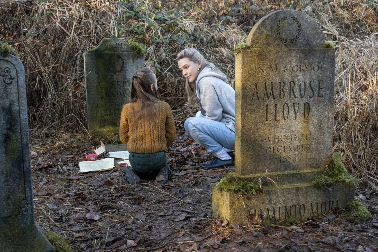 Flora and Dani talk in a graveyard.