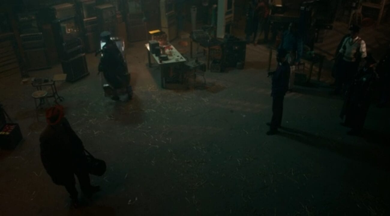 Loy Cannon taunts Detective Odis in an empty bank on Fargo S4E5