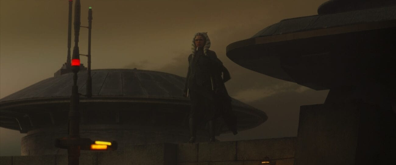 Ahsoka stands on a wall as she prepares to fight with The Magistrate