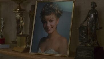 prom photo of Laura Palmer on a table in the Palmer house