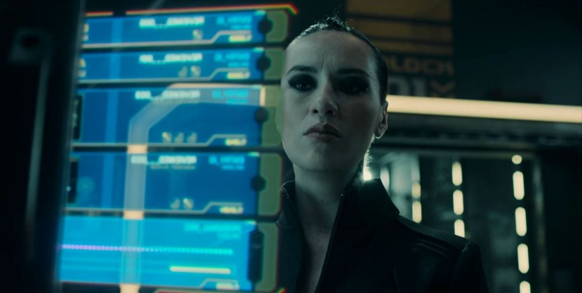 """Camina Drummer looks at a display in The Expanse S5E3 """"Mother"""""""