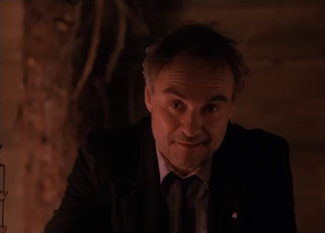 A dishevelled Earle looks quizzically at the camera in twin peaks episode 21