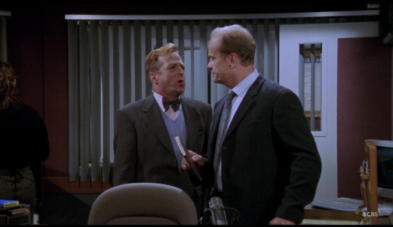 Gil tries to comfort Frasier