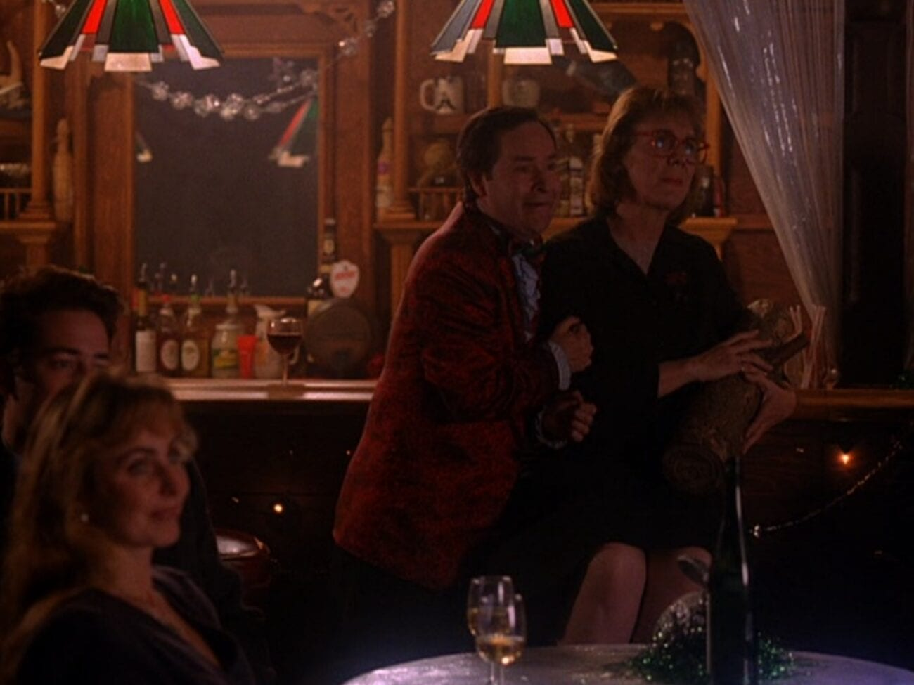 Pinkle is drunk and pawing the Log Lady at the bar