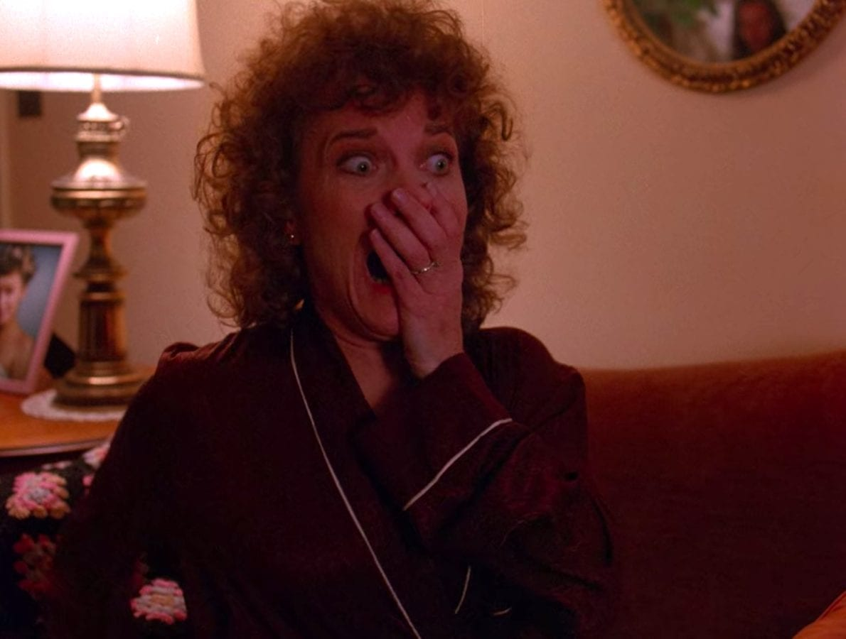 Sarah Palmer screams as she has a vision in the twin peaks pilot
