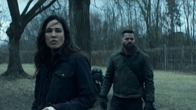 """Amos and Clarissa stand near a tree in The Expanse S5E8 """"Hard Vacuum"""""""
