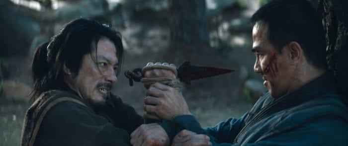 Hanzo tries to thrust a dagger at Bi-Han