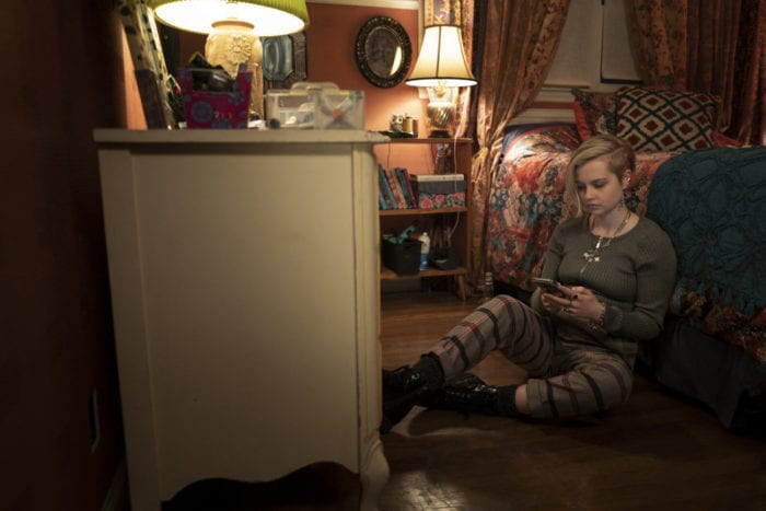 Siobhan (Angourie Rice) attempts to send a text to someone.