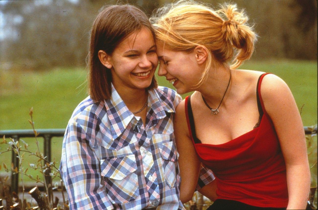 Elin (Alexandra Dahlstrom) and Agnes (Rebecka Liljeberg) laugh together in Show Me Love (1998)