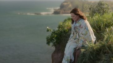 Frances (Melissa McCarthy) sits on the edge of a cliff overlooking the ocean.